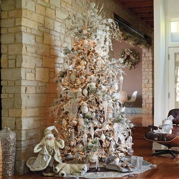 weiße weihnachtsdeko- großer schöner tannenbaum