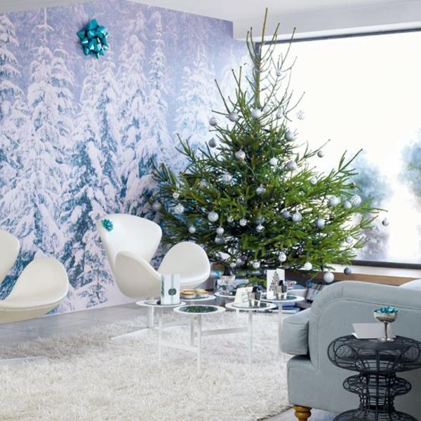 weiße weihnachtsdeko - sessel in weiß und grüner tannenbaum