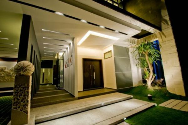 Eingangsüberdachung-mit-fantastischer-Beleuchtung-Exterior