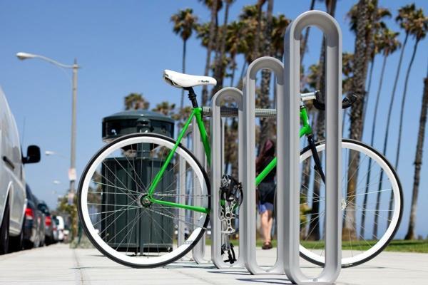 Fahrrad-Ständer-auf-der-Straße--