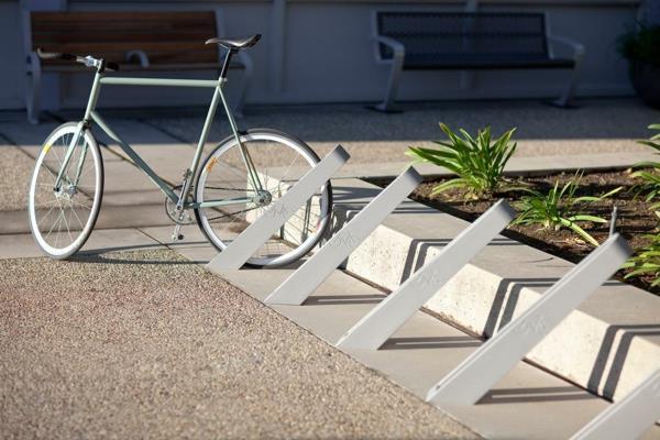 Fahrrad-Ständer-auf-der-Straße