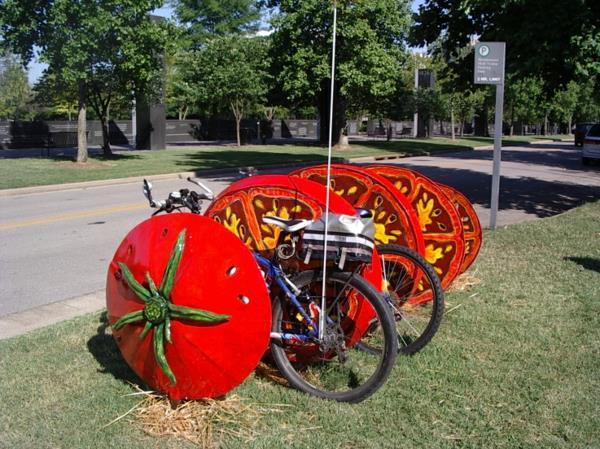 Fahrrad-Ständer-in-Form-einer-Tomate