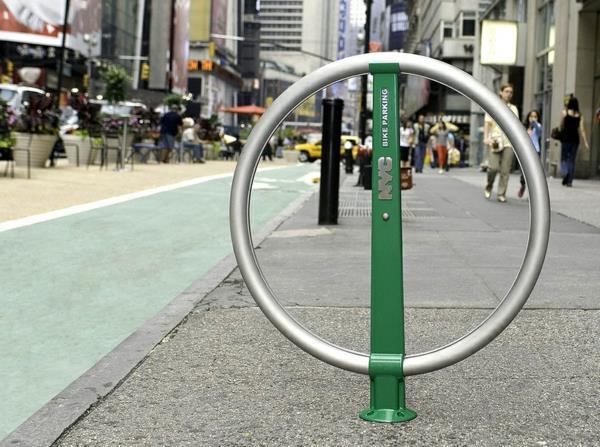 Fahrrad-Ständer-in-Form-eines-Kreises