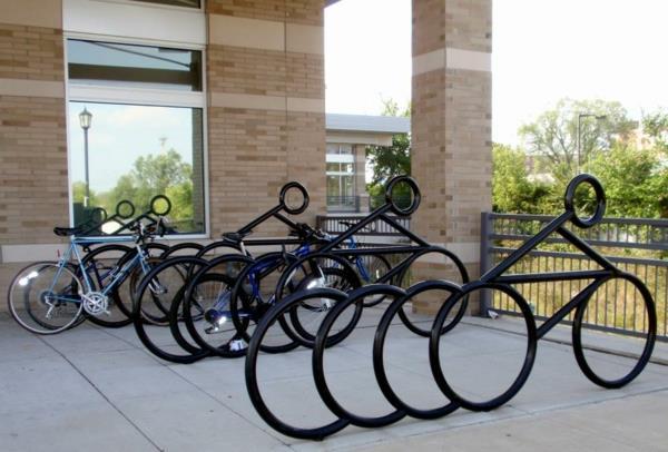 Fahrrad-Ständer-in-Form-von-Fahrrädern
