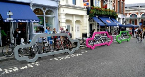 Fahrrad-Ständer-wie-Autos-in-verschidenen-Farben