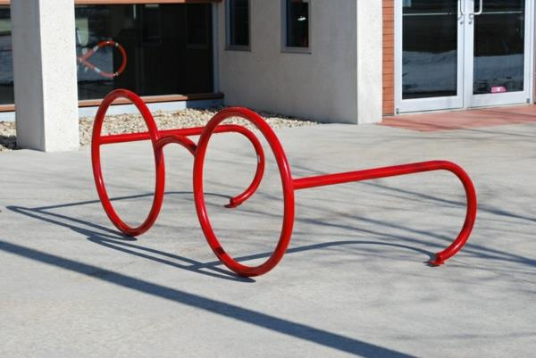 Fahrrad-Ständer-wie-Brillen-in-roter-Farbe