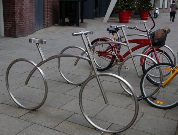 Fahrrad-Ständer-wie-Fahrräder-aus-Edelstahl