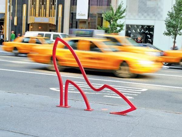 Fahrrad-Ständer-wie-ein-roter-Schuh