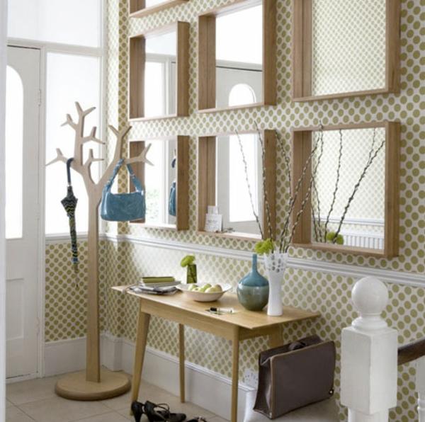 Flur-Tapete-Spiegel-Holztisch Flur gestalten