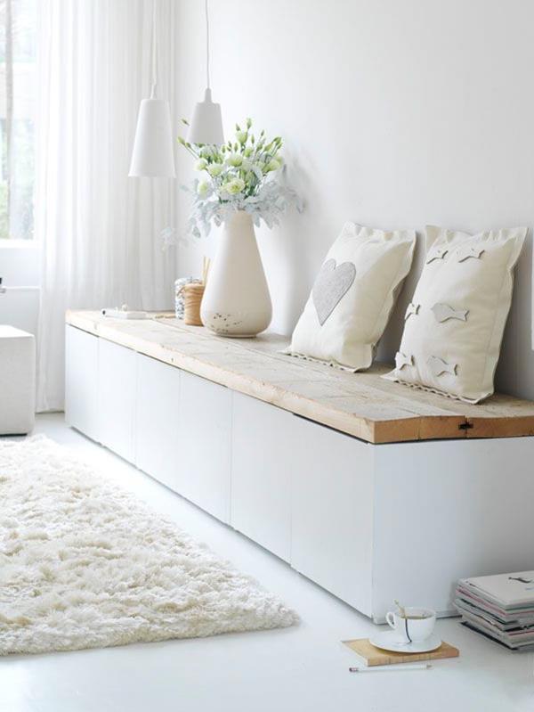 Flur-mit-einer-weißen-Sitzbank-Flur-einrichten