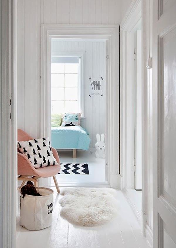 Flur-mit-weißen-Wänden-Interior-Design-Idee-Flur-einrichten