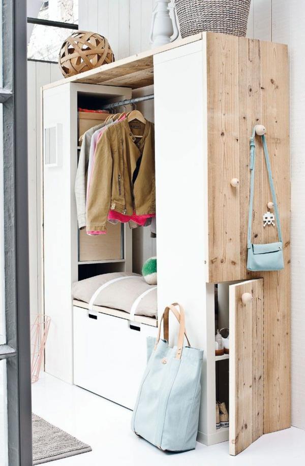 Garderobe-gemütliche -Atmosphäre-in-der-Wohnung-mit-Flurmöbeln