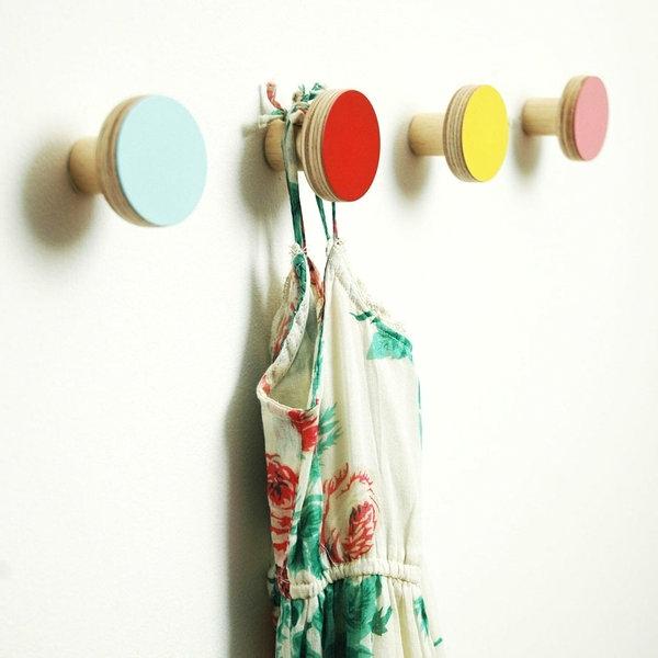 Garderobenhaken-Holz-in-verschiedenen-Farben