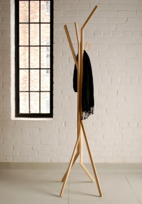 Garderobenständer-Holz-mit-originellem-Design-