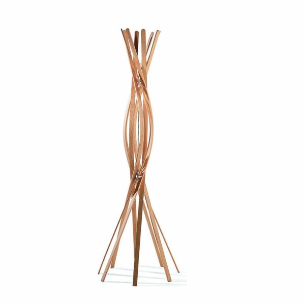 Garderobenständer-aus-Holz-mit-interessantem-Design Kleiderständer aus Holz