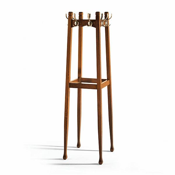Garderobenständer-aus-Holz-mit-schönem-Design