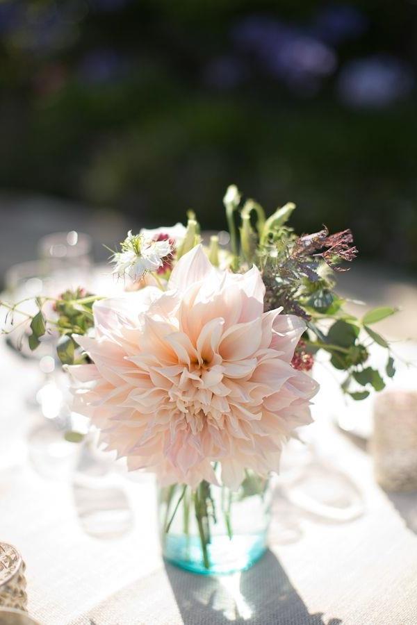 Hochzeitsdeko-günstig--Hochzeitsdeko-selber-machen-Blumendeko-für-Tisch- Vintage Hochzeit