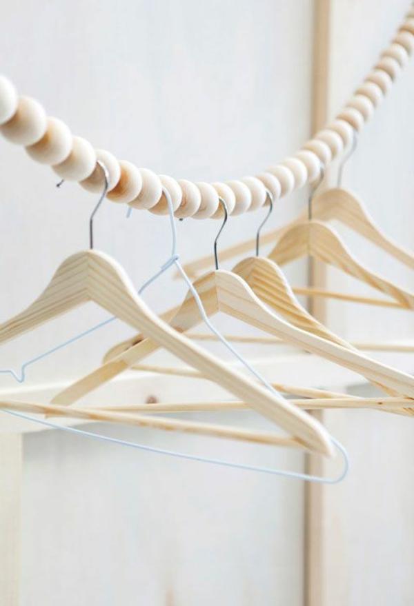 Holzkleiderbügel-schönes-Design-gehängte-Kleider-bügel-Holzkleiderbügel