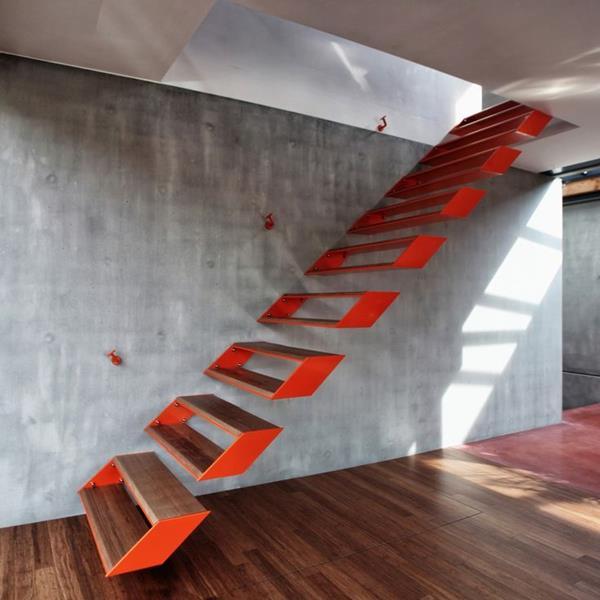 Innentreppen-freistehend-mit-super-originellem-Design