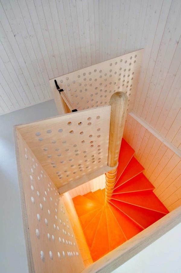 Innentreppen-in-Orange-und-Weiß