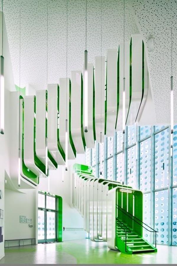 Innentreppen-mit-außerordentlichem-Design-und-Farbe-Interior-Ideen