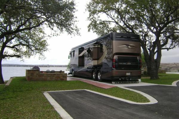 Interior-Design-Idee-für-einen-luxuriösen-Wohnwagen---