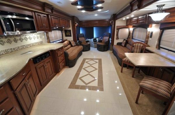 -Interior-Design-Idee-für-einen-luxuriösen-Wohnwagen