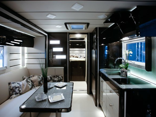 100 fantastische wohnmobile luxus auf r dern. Black Bedroom Furniture Sets. Home Design Ideas