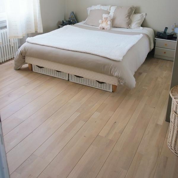 Interior-Design-Ideen-Bodenbelag-aus-Holz-im-Schlafzimmer