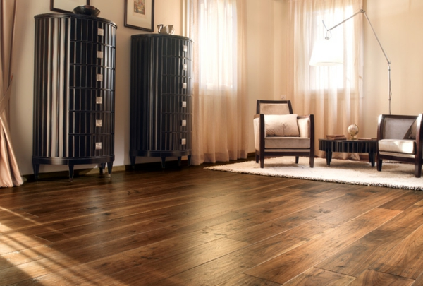 Interior-Design-Ideen-Bodenbelag-aus-Holz-im-Wohnzimmer
