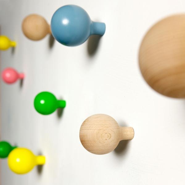 Kleiderhaken-sehr-schöne-praktische-Ideen-farbige-Kugel