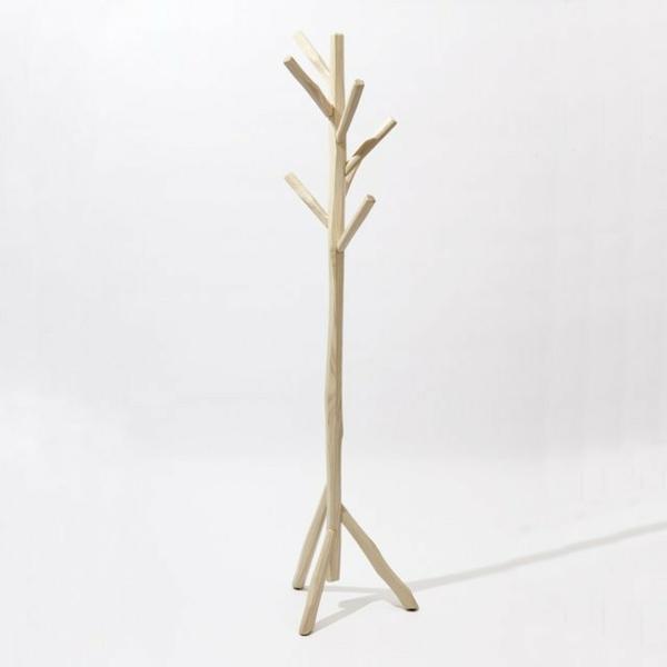 Kleiderständer-Holz-effektvolle-Modelle-für-den-Flur