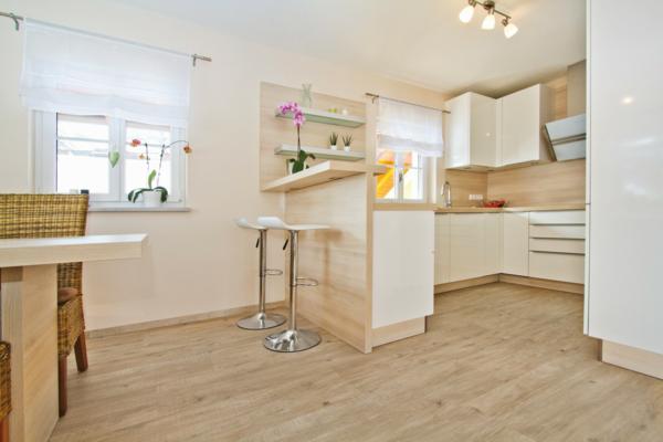 wohnzimmer heller boden:Moderner Laminatboden – 130 schöne Beispiele!