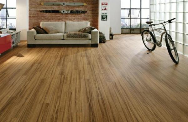 Laminatboden-verlegen-fahrrad-wohnzimmer-groß-schlicht-design-ideen