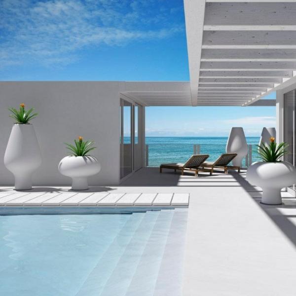 Luxus-Haus-mit-ultra-modernem-Pool