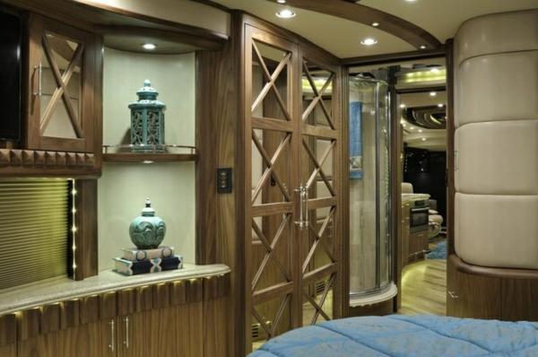 Luxus-Wohnmobil-mit-super-moderner-Einrichtung-Wohnmobil-kaufen