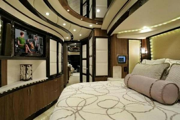 Luxus-Wohnmobil-mit-super-moderner-Einrichtung-Deckenbeleuchtung-Wohnmobil kaufen