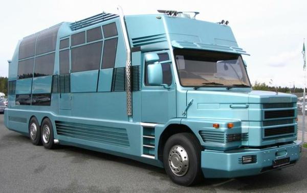 Luxus-Wohnmobile-in--blauer-Farbe