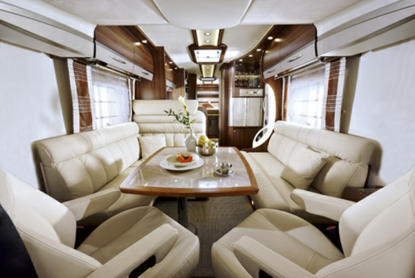 Luxus-Wohnmobile-mit-fantastischem-Interior-Wohnmobil-mieten