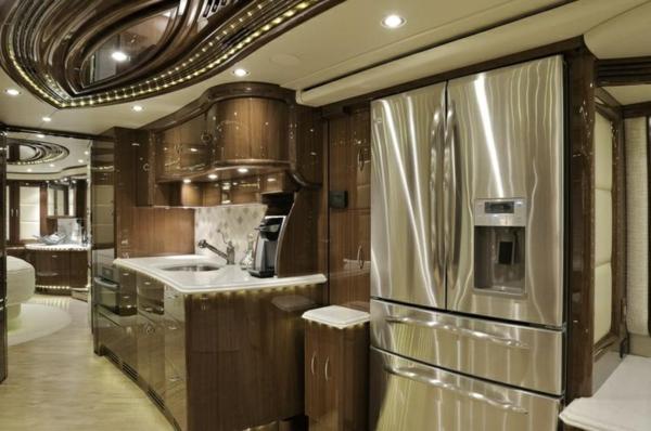 Luxus-Wohnmobile-mit--fantastischem-Interior-Wohnmobil-mieten