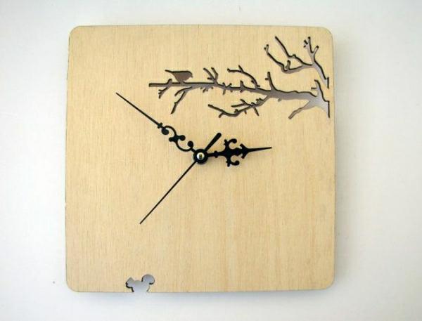 Moderne-Wanduhr-mit-super-schönem-Design-aus-Holz