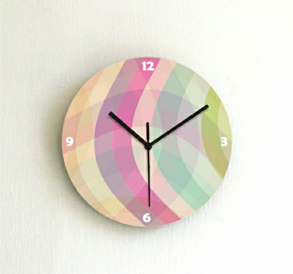 Moderne-Wanduhr-mit-super-schönem-Design-mit-schönen-Farben