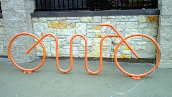 Orange-Fahrradständer