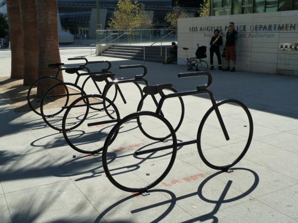 Fahrradständer-in-Schwarz