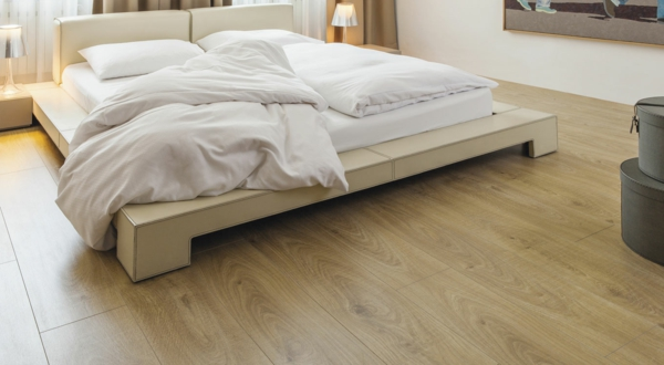 Schlafzimmer_Laminat-schöne-Farbe-Laminat-günstig-kaufen