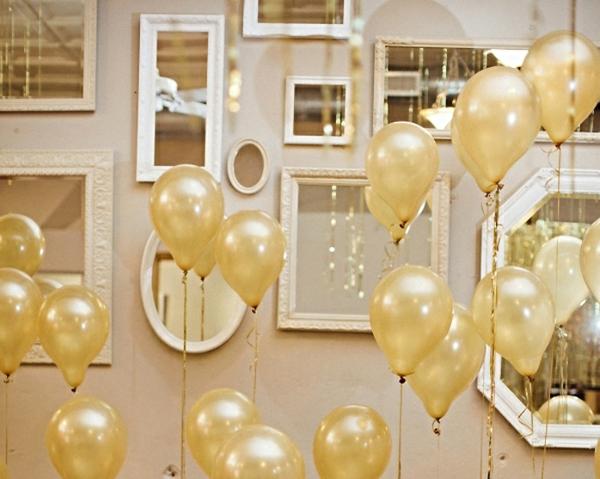 Silvester-Dekoration-mit-goldenen-Ballons-Party-Deko-Silvester-Dekoration