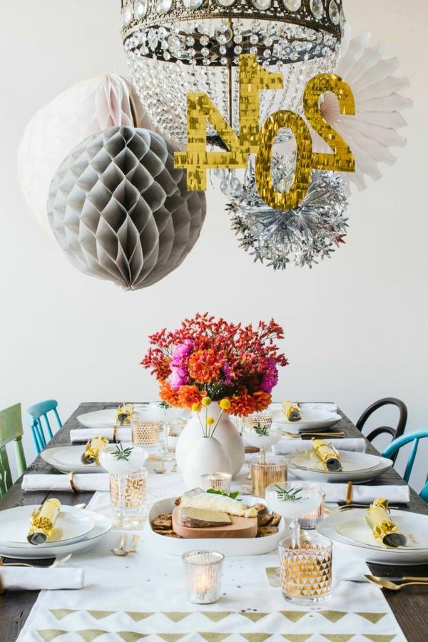 Silvester-Dekoration-schönes-Beispiel-Tischdeko-Tischdeko-Silvester
