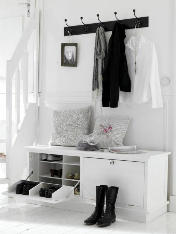 Sitzbank-Flur-originell-gestalten-Sitzbank-in-Weiß