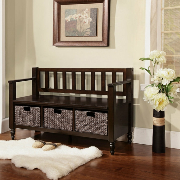 Sitzbank-aus-Holz-für-einen-tollen-Flur-mit-Platz-zur-Aufbewahrung