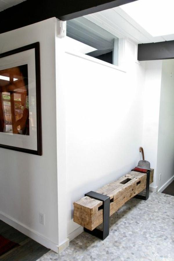 Sitzbank-für-Flur-aus-Holz-in-rustikalem-Stil